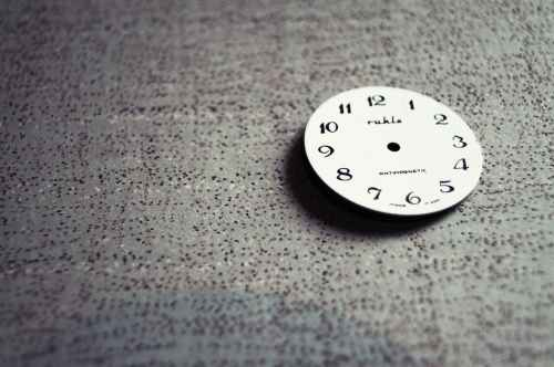 analog analogue broken clock